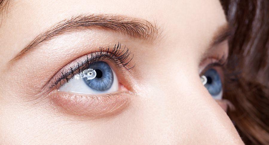 Optyczne powiększanie oczu makijażem